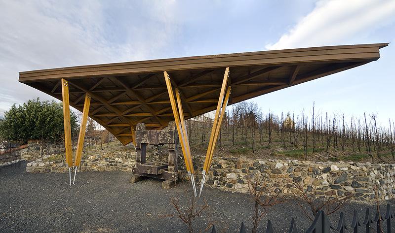 2011: Přístřešek vinařského lisu na vinici sv. Kláry